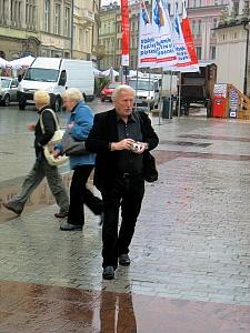 Arno Surminsi beim Fotografienren a.d. Marktplatz Krakau_2296