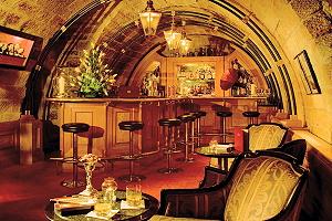 Bar im Sandsteingewölbekeller