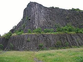 Tühegy, Nadelberg, besteht aus Basaltsäulen