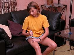 Mädchen bei Injektion vonWachstumshormon