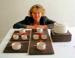 Sybs Bauer und ihr Teeservice
