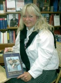 Uschi Tisson stellte ihr Buch in Leichers Buchhandlung in Hamburg  Harburg vor.