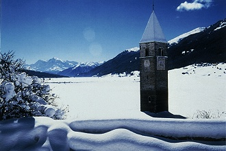Versunkener Turm im Reschensee