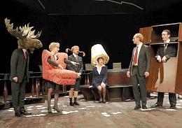 Das glänzende Ensemble der ' IKEA Revue'